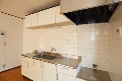 キッチンも綺麗です!どうしても新しいものに交換したい場合はご相談ください!弊社で交換工事が可能です!