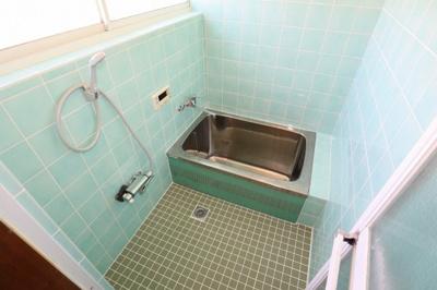 浴室も綺麗です!ユニットバスにしたい場合は弊社にご相談ください!