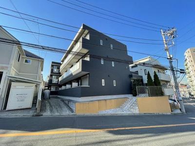 東急東横線「反町」駅より徒歩6分!「横浜」駅からも徒歩圏内!3駅・複数沿線利用可能で便利な立地の3階建てアパートです☆