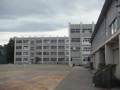 東本町小学校まで1100m