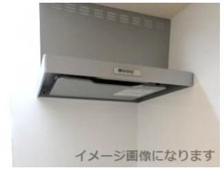 キッチンの換気扇。コンロは三口コンロです。同時に調理することで、料理の時間を短く出来ます♪ ※画像はイメージです。