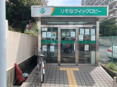 ATMも近くにあります。