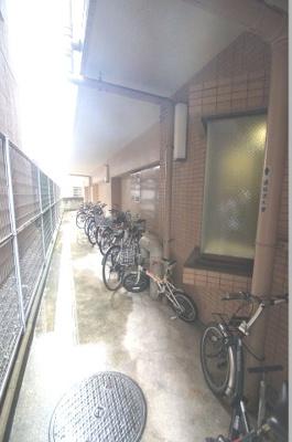 駐輪スペースあります。