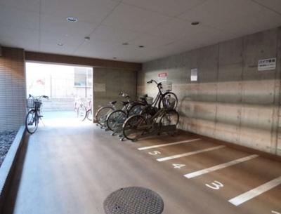 「屋内に駐輪スペースあります」