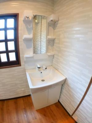2階リビング廊下にございます独立洗面台になります♪