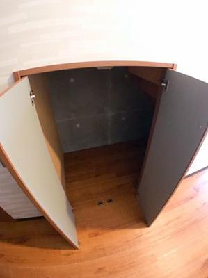 1階階段下の収納です♪