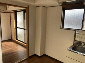 木川ハイツ 201号室 和室を洋室にリフォーム中です。