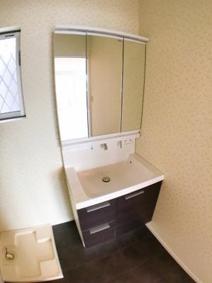 独立洗面台の写真です♪ 使用感も少なくとてもきれいですよ♪