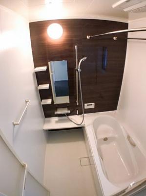 お風呂の写真です♪ 浴室乾燥機の付きの為、梅雨の時期などに大活躍ですね♪ こちらに関しましても使用感はとても少なく感じました♪