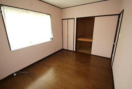 使い勝手のいい2階西側の洋室
