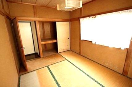 ゆったりとくつろげる2階の和室