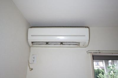 エアコン 写真はクリーニング前の別号室です