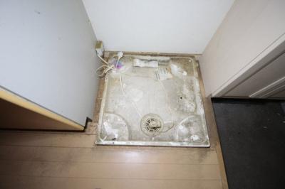 洗濯機置き場 写真はクリーニング前の別号室です