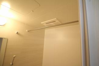 雨の日でも安心。浴室暖房乾燥機付きです