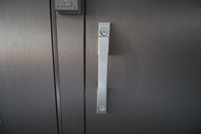 ダブルロックドア