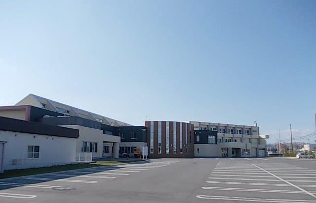 帯広市立豊成小学校まで700m