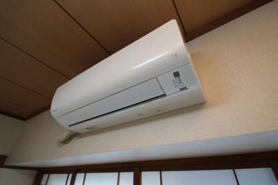 エアコン ※5基あるエアコンは全て設備です。 ※同建物ほかのお部屋の写真です。