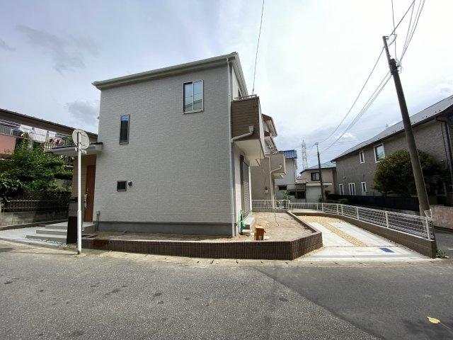 総武快速線津田沼駅から始発電車に座ってラクラク通勤できます。