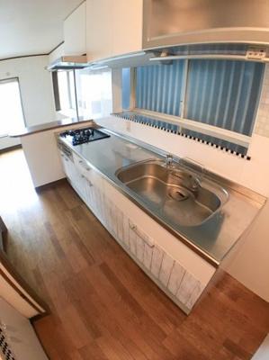 キッチンの写真です♪ 調理スペースも広くとても便利ですね♪