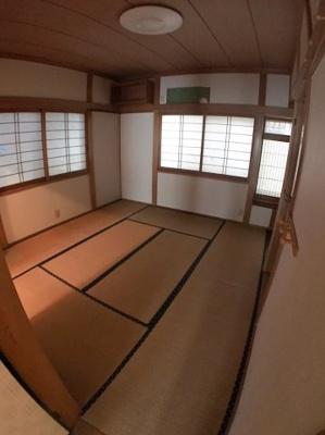 2階約8帖の和室の写真になります♪