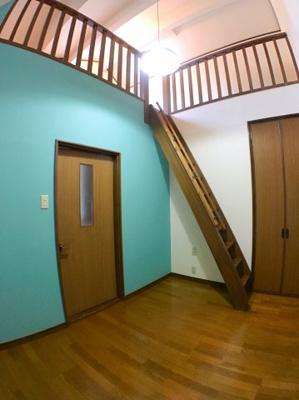 3階約6帖の洋室です♪ ロフトもございますので天井の開放感はございますよ♪