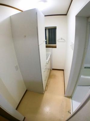 1階洗面所の写真です♪ 収納スペースもございます♪