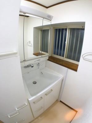 独立洗面台の写真です♪ 使用感も少なくとてもきれいです♪