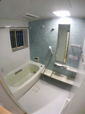 お風呂の写真です♪ お風呂スペースも広く内装もとてもきれいですよ♪
