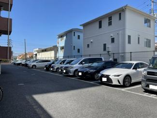 駐車場は1住戸1区画所有権がございます 月額は無料です