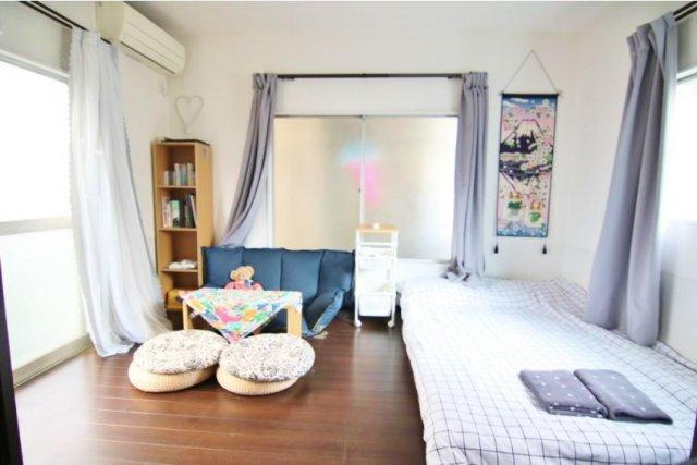 1階洋室 リビングとしてもお使いいただける一室 3面開口で暖かな光と気持ちの良い風を享受いたします