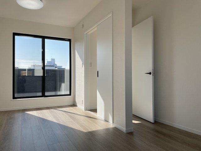 将来間仕切りで2つのお部屋に分けれるので、生活スタイルによってお使いいただけます♪