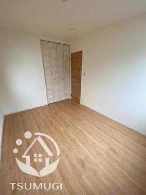 2F 2階に3部屋ある洋室は、いずれも各部屋に収納が設けられており、収納が非常に充実しております