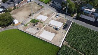 敷地が広いのでカースペースや庭を広くとれています。