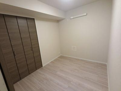 4.0帖の洋室です。 子供部屋やワークスペースとしても活用できます。