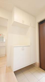 バルコニーの同社施工例。2部屋からバルコニーへアクセス可能。