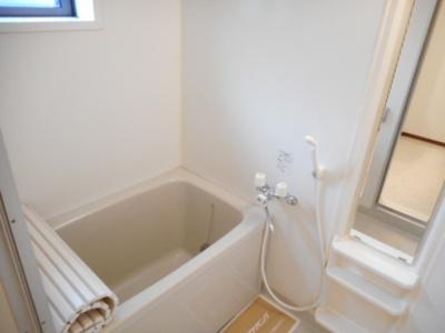 追い焚き給湯機能付き浴室(小窓付)
