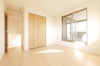 バルコニーの同社施工例。2部屋からアクセスできます。