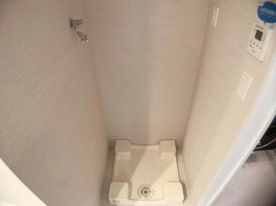 スッキリ収納できる洗濯機置き場です。