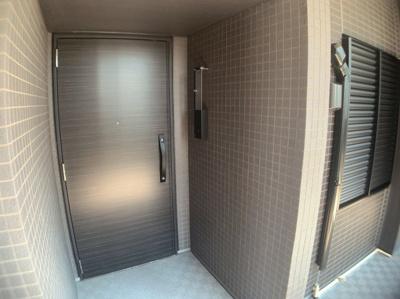シンプルで使いやすい玄関です。アルコーブになっているので外から室内が見えにくくなっています。