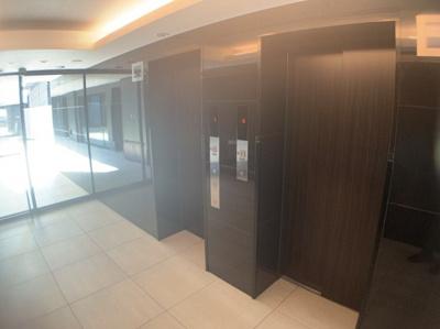マンションのエレベーター設備です。2基あるので上下階の移動も比較的スムーズです。