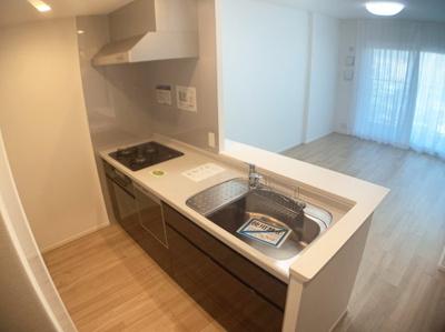 対面式のキッチンです。リビングの様子を見ながらお料理もできます。
