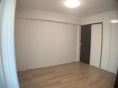 きれいな洋室です。約6帖の使いやすいお部屋です。