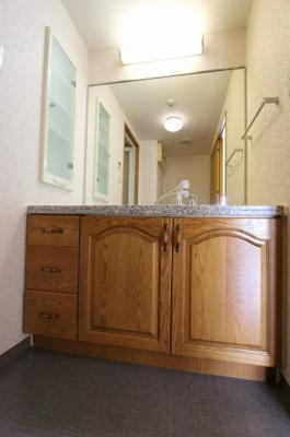 独立洗面台、朝の身支度には欠かせません:リフォーム完了しました♪平日も内覧出来ます♪