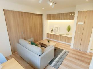 居室収納のほかにリビング収納スペースがあり室内が片付きます
