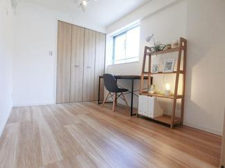 洋室②:LDK隣接のお部屋にもワークスペース設置済です