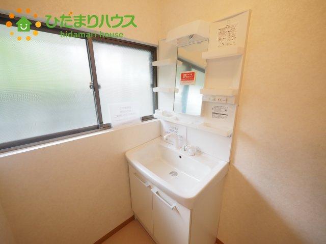ゆったりとした洗面所には物入れを完備!タオルや洗剤をしまえます(^^)/