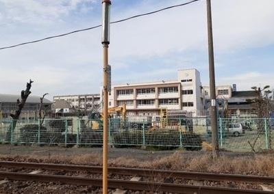山川小学校まで1200m
