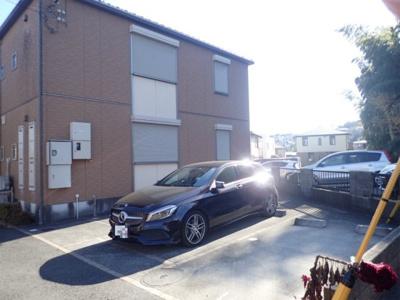 敷地内駐車場完備!平置きなのでサイズも安心です◎