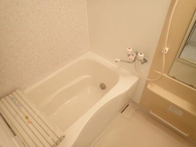 追い焚き機能・浴室暖房乾燥機&物干しバー付きバスルーム!お風呂に浸かって一日の疲れもリフレッシュ♪