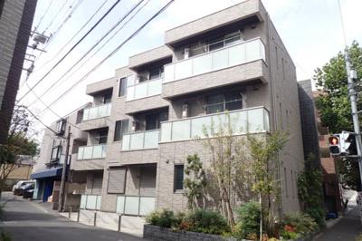 小田急線「読売ランド前」駅より平坦な道を徒歩8分!コンビニまで徒歩1分で便利な立地の3階建てマンションです♪通勤通学はもちろん、お買い物やお出かけにもGood☆